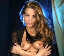 Oksana, star du X et écrivain