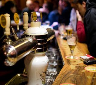 La Belgique déjà mise en bière au Café des Sports