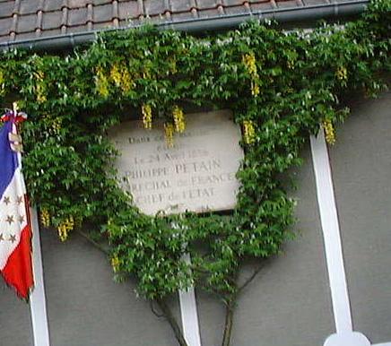 Drôles de pèlerins au village de Pétain