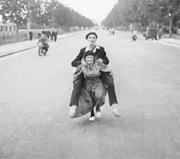 L'Ina à la roulette : Paris-Lille à dos de femme (1949)