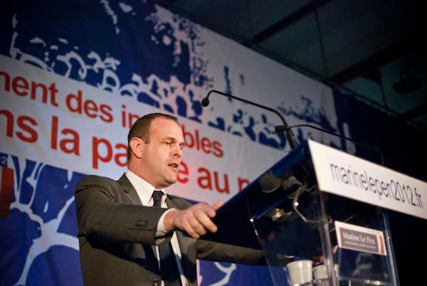 FRANCE. Henin-Beaumont. Steeve Briois a la tribune lors d'un meeting de Marine Le Pen.
