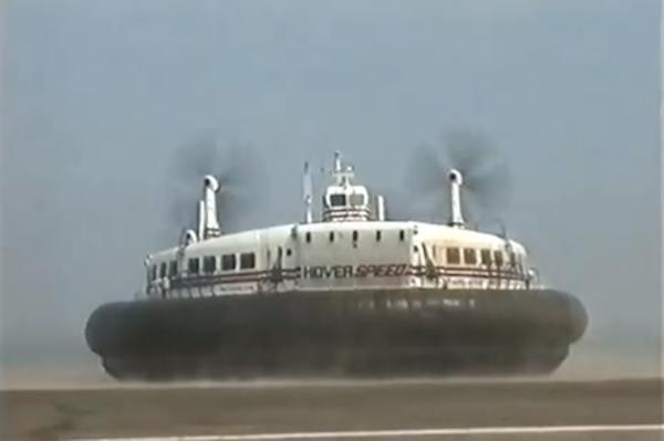 L'hovercraft permettait une traversée en 25 minutes. Crédit capture d'écran
