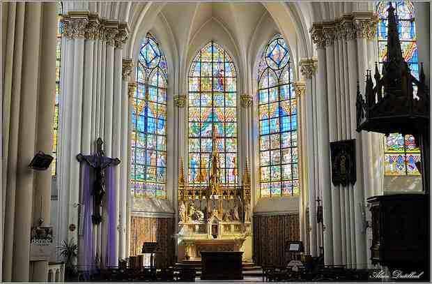 Les magnifiques vitraux de l'église de Bouvines racontent l'histoire de cette bataille historique. Crédit photo Alain Dutilleul sur Flick'R