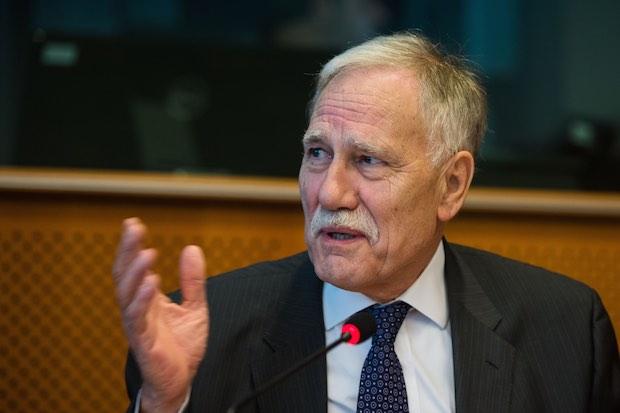 """Dominique Riquet n'a pas démissionné de son mandat de maire """"de gaité de coeur"""" mais il n'a pas eu le choix pour assumer ses fonctions de député européen. Crédit photo Dominique Riquet."""