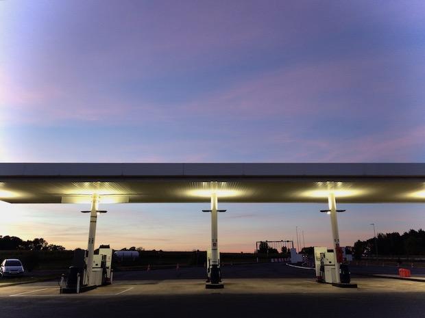 Le Petit Dico Décalé de l'été : faire de l'essence