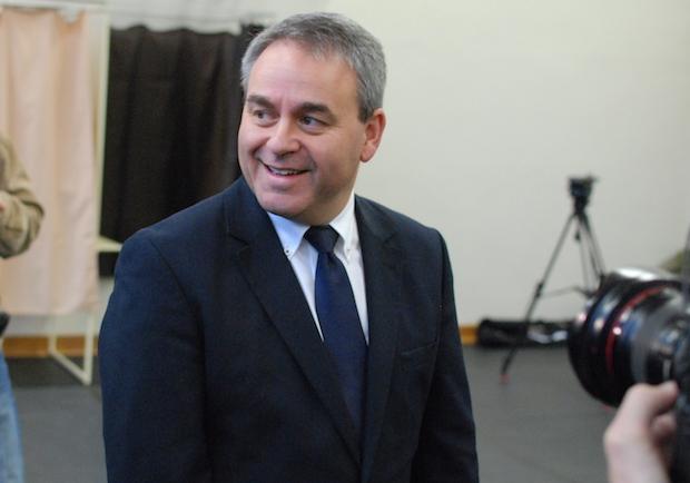 Pour les municipales, Xavier Bertrand se débat contre le Rassemblement national